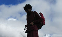 mingyur-rinpoche-hiking-grid