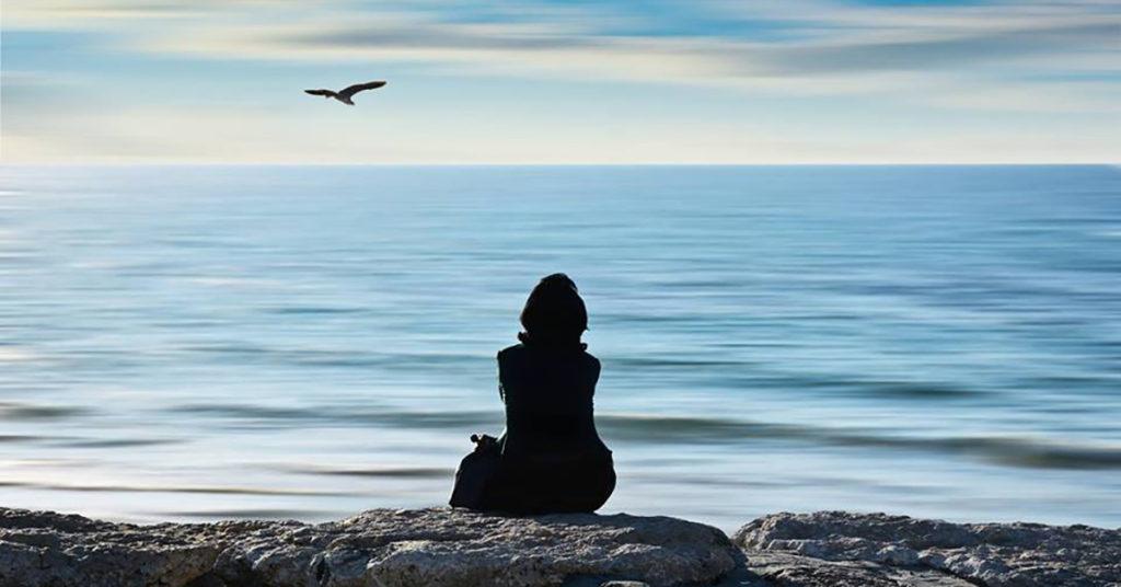 fb-j1-japan-meditator-ocean-201906-1200-628